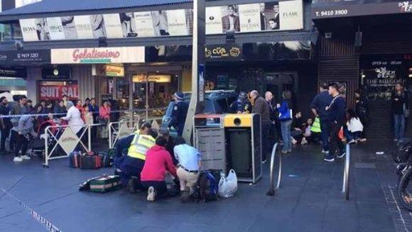 Las autoridades atribuyen el suceso a un malestar de salud por parte del conductor del vehículo. | Foto: @Y7News