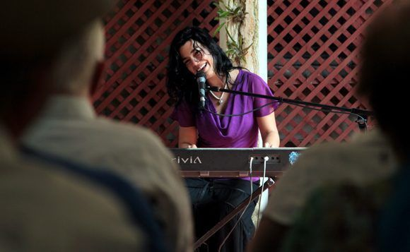 Tammy López, violinista y compositora cubana. Foto: Irene Pérez/ Cubadebate.