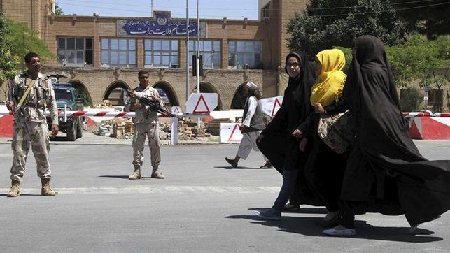 Los talibanes liberan a 235 rehenes tras matar a 50 civiles en Afganistán. Foto: EFE.
