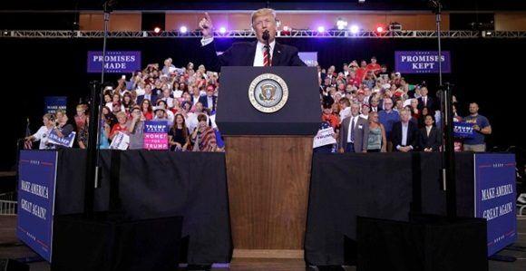 El presidente de Estados Unidos, Donald Trump, hablando el pasado martes, 22 de agosto, en el mitin en Phoenix. Foto: Reuters.