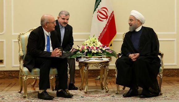 El presidente de Irán, Hassan Rouhani, conversó con el vicepresidente del Consejo de Ministros, Ulises Rosales del Toro. Foto: EmbaCuba Irán