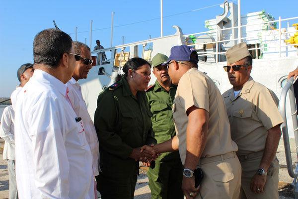 Mercedes López Acea, vicepresidenta del Consejo de Estado, agradeció en nombre del Estado y el pueblo cubano al Capitán de Fragata Macdonald Belliard González, Comandante del patrullero, el gesto solidario de los dominicanos.