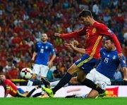 Alvaro Morata marca el tercer gol de España. Foto: Getty.