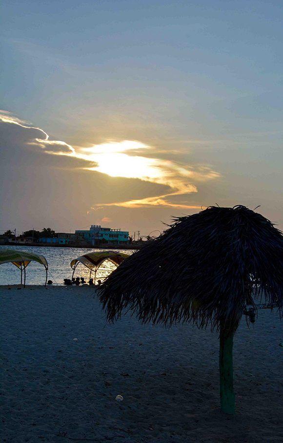 Atardecer en la Playa La Boca, en el municipio norteño de Puerto Padre, en Las Tunas, Cuba, el 1 de septiembre de 2017. Foto: ACN/ Yaciel Peña.