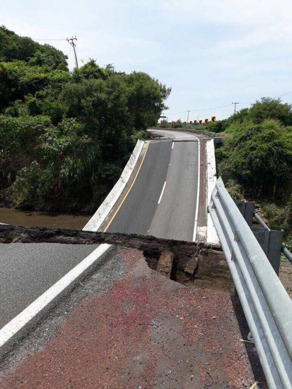 Autopista del Sol de México quedó fracturada. Foto: Tomada de Twitter