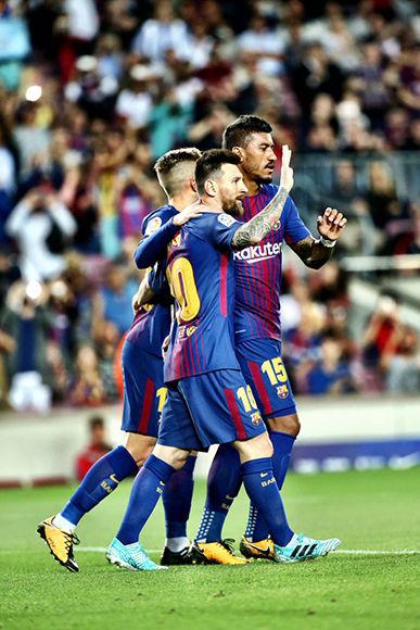 Jugadores del Barcelona celebran uno de los goles de la noche. Foto: @FCBarcelona_es.