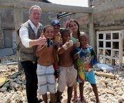 El funcionario de Naciones Unidas conversó con algunos niños de la zona. Foto: Cinthya García Casañas/ Cubadebate.