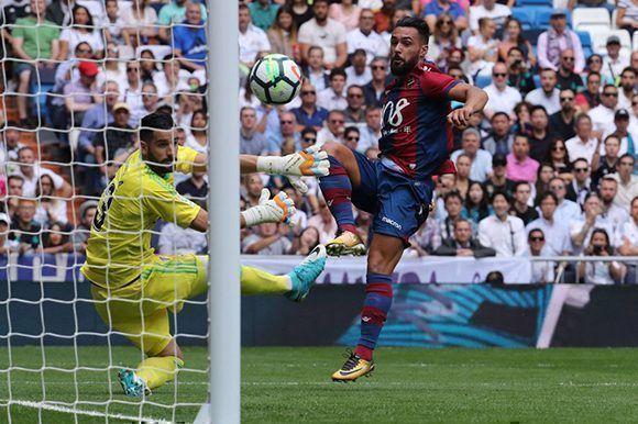 Ivi López adelantó al Levante en su visita al Real Madrid. Foto: EFE.