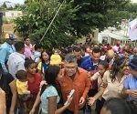elias-jaua-con-electores-en-venezuela