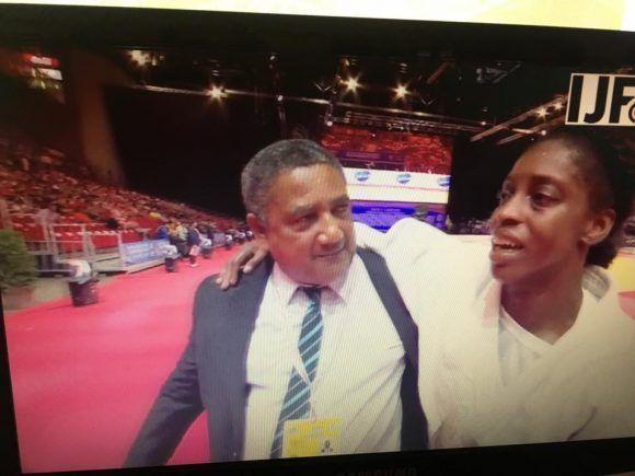 Kaliema Antomarchi y su entrenador Félix. Foto tomada de la transmisión de TV del Campeonato Mundial.