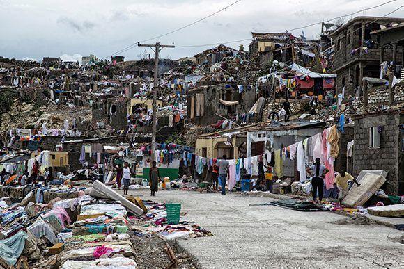 Imagen de la devastación causada por el huracán Matthew a su paso por Jeremie, Haití, en octubre de 2016. El país se prepara para recibir al huracán Irma. Foto: ONU / Logan Abassi.