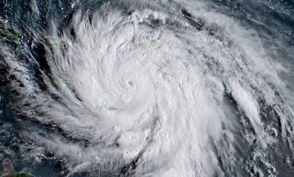 Imagen satelital del National Oceanic and Atmospheric Administration (NOAA) muestra al huracán María el 19 de septiembre de 2017