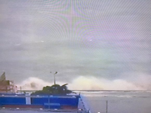 El Malecón habanero a esta hora. Foto: Tomada de la TV Cubana