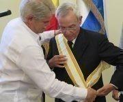 La Orden fue entregada por el ministro de asuntos exteriores de España, Alfonso Dastis. Foto: Thalía Fuentes/ Cubadebate.