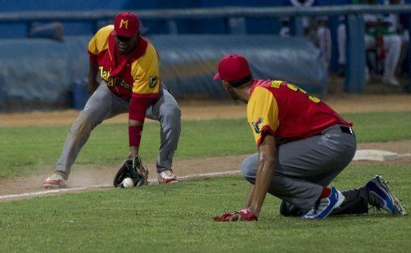 El toque de bola sea utilizado bastante en la serie Industriales Matanzas. Foto: Ismael Francisco/Cubadebate