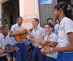 Instructores de Arte de la provincia de Camagüey firman el Código de Ética de su séptima promoción, en la Plaza del Carmen, el 19 de octubre del 2010. AIN FOTO/ Rodolfo BLANCO CUE