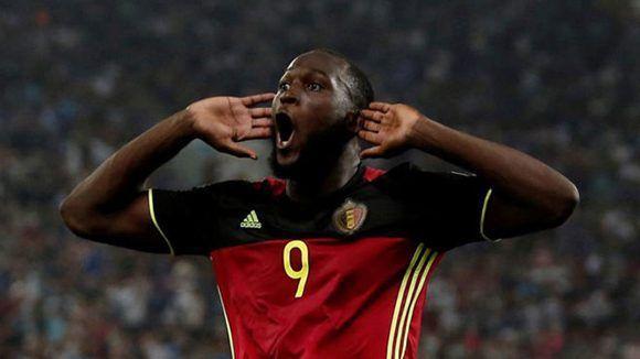 El delantero del Manchester United, Romelu Lukaku, celebra su gol con Bélgica, escuadra que ya está clasificada para el Mundial de Rusia-2018. Foto: Reuters.