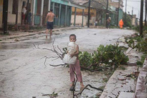 Quizás esta es la imagen más compartida en las redes sociales sobre el paso del huracán Irma por Cuba. Foto: Yander Zamora/ Granma.