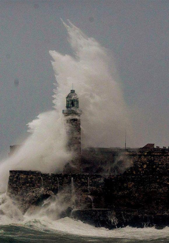 Olas que dejó el huracán Irma el 9 de septiembre pasado. Foto: Ismael Francisco/ Cubadebate.