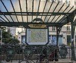 """PA04 PARÍS (FRANCIA) 15/09/2017.- Vista de la parada de metro """"Châtelet - Les Halles"""" en París (Francia), hoy 15 de septiembre de 2017. Un hombre armado con un cuchillo intentó agredir alrededor de las 6.30 horas locales (4.30 GMT) en la estación de metro Châtelet a un militar de la operación antiterrorista Sentinelle, indicó la ministra de Defensa, Florence Parly. EFE/Ian Langsdon"""