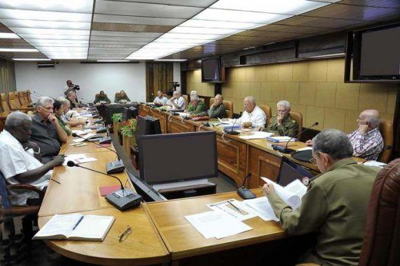 Raúl presidió chequeo de las acciones recuperativas de los daños provocados por el huracán Irma. Foto: Estudios Revolución