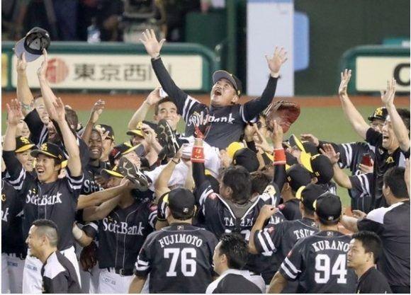 El Softbank celebra la victoria en su división. Foto: Yahoo