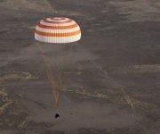 Tres astronautas desplazados a la Estación Espacial Internacional (EEI), dos estadounidenses y un ruso, han regresaron a la Tierra a bordo de la nave Soyuz.