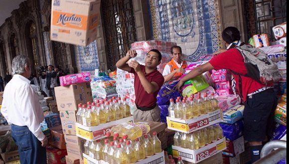 Donaciones recaudadas por capitalinos en el centro de acopio instalado frente al Antiguo Palacio de Ayuntamiento, en el Centro Histórico. Foto: Cuartoscuro