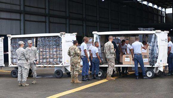 Panamá inició un puente aéreo para envío de ayuda humanitaria al Caribe. Foto: @JC_Varela / Twitter