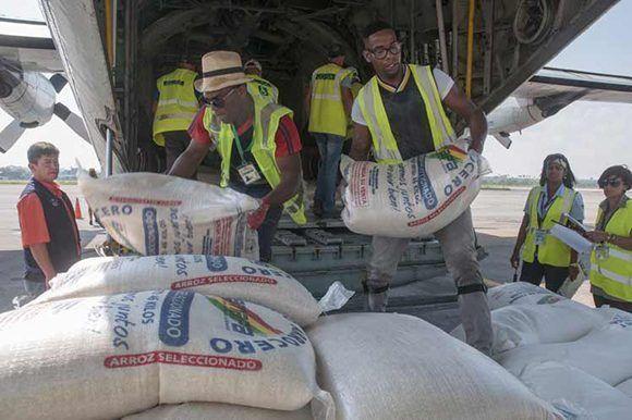 Bolivia envió 10 toneladas de ayuda humanitaria consistente en material de plomería, ropa, calzado, arroz, agua y harina de trigo. Foto: Prensa Latina.