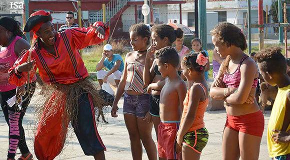 Jóvenes del ISA ya empezaron a actuar en barrios circundantes como Jaimanitas. Foto: ISA.