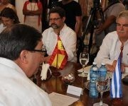 El canciller cubano Bruno Rodríguez Parrilla (I), y el ministro de Asuntos Exteriores y de Cooperación de España, Alfonso María Dastis Quecedo (D), sostienen conversaciones oficiales en la sede del Ministerio de Relaciones Exteriores de Cuba, en La Habana, el 6 de septiembre de 2017.  Foto: Jorge Legañoa Alonso/ ACN.