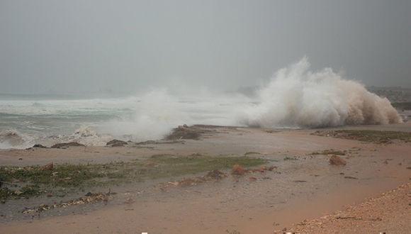 El huracán Irma está provocando serias afectaciones en Gibara. Foto: @ahoracu