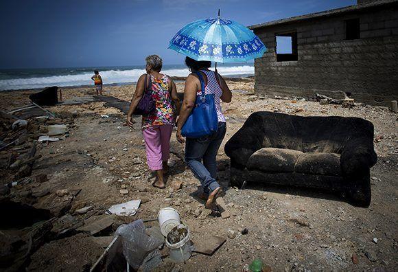 Siete derrumbes totales en Cojímar por el embate de Irma. Foto: Irene Pérez/ Cubadebate