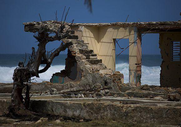 Más de 20 viviendas sufrieron derrumbes parciales. Foto: Irene Pérez/ Cubadebate