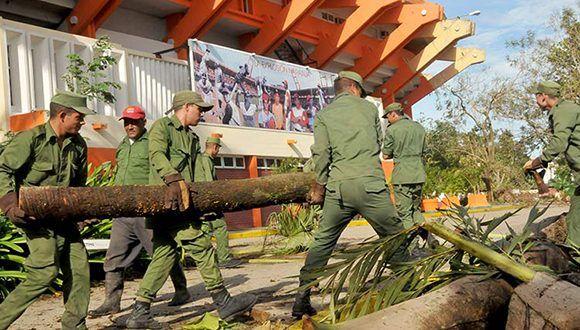 Combatientes de las Fuerzas Armadas Revolucionarias en la recuperación del municipio de Santa Clara. Foto: Ramón Barreras Valdés/ Vanguardia.