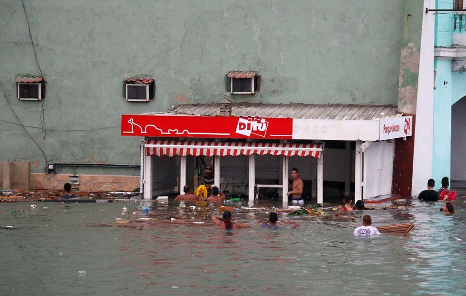 Tras el paso del huracán algunas personas aprovechan para cometer actos delictivos.