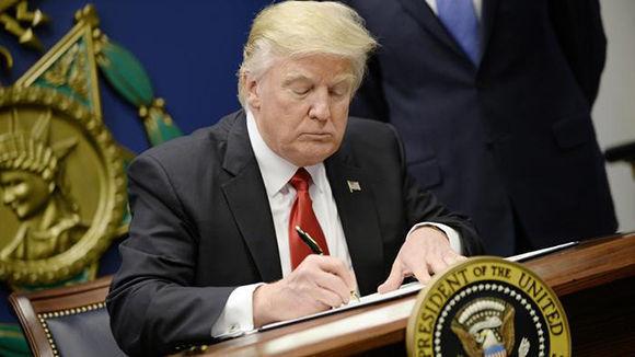 Trump renueva Ley que sustenta el bloqueo a Cuba