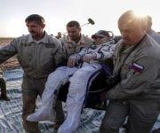 El ruso Fiódor Yurchijin (c) ya es el séptimo astronauta con más días en el espacio. | Foto: Reuters