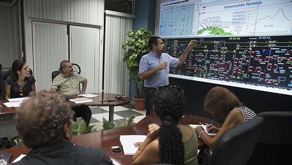 Durante la conferencia de prensa sobre las afectaciones de Irma al sistema electroenergético en el país. Foto: Ismael Francisco.