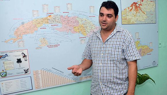 Entrevista al meteorólogo Elier Pila Fariñas, en la Agencia Cubana de Noticias (ACN), en La Habana, Cuba, el 13 de septiembre de 2017.       ACN  FOTO/ Marcelino VÁZQUEZ HERNÁNDEZ/ rrcc