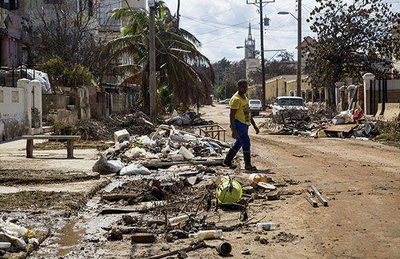 Escombros en calle del vedado. Foto: Jennifer Romero/ Cubadebate.