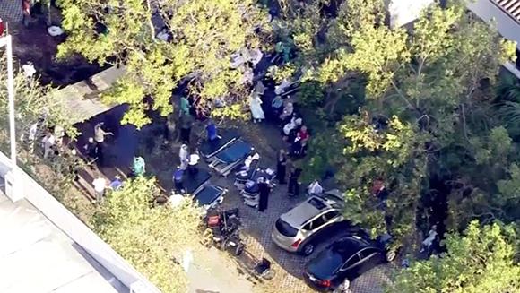 Labores policiales en la residencia de Florida donde murieron ocho ancianos. Foto: Telemundo.