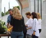 Familiares y compañeros de las Fuerzas Armadas Revolucionarias (FAR),  acuden al funeral del General de Brigada (r) Guillermo Pablo Luis Frank Llanes, en el Panteón de las FAR, en el cementerio de Colón, en La Habana, Cuba, el 2 de septiembre de 2017.   ACN  FOTO/ Jorge LEGAÑOA ALONSO/ rrcc