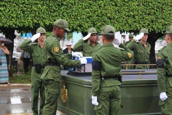 Funeral con honores militares del General de Brigada (r) Guillermo Pablo Luis Frank Llanes, en el Panteón de las Fuerzas Armadas Revolucionarias (FAR), en el cementerio de Colón, en La Habana, Cuba, el 2 de septiembre de 2017.   ACN  FOTO/ Jorge LEGAÑOA ALONSO/ rrcc