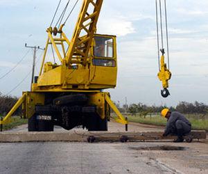 27 brigadas de linieros de la Empresa Eléctrica laboran intensamente en toda la provincia para devolver el fluido eléctrico. Foto: Jorge Luis Sánchez Rivera.
