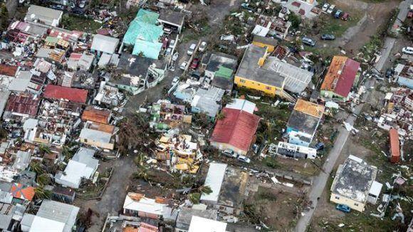 Graves destrozos en las casas en Saint Martin.