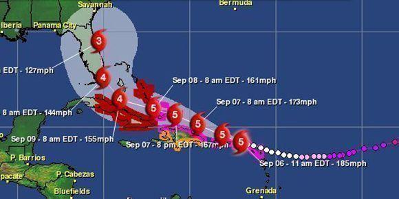 Irma puede debilitarse tras pasar cerca del oriente cubano y avanzar como categoría cuatro sobre el centro de la isla. Imagen: Aeris Weather.