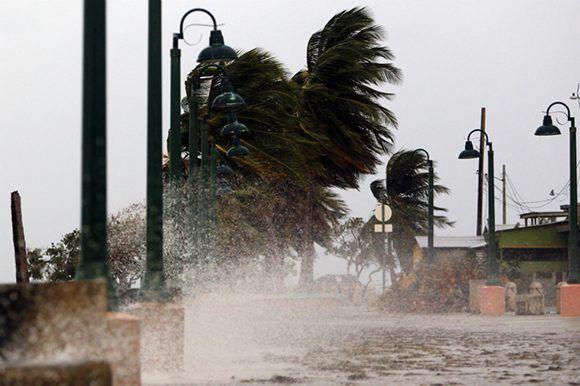 Como huracán de categoría 4 y vientos de 250 kilómetros por hora, el huracán María llegó a Puerto Rico. Foto: AFP.