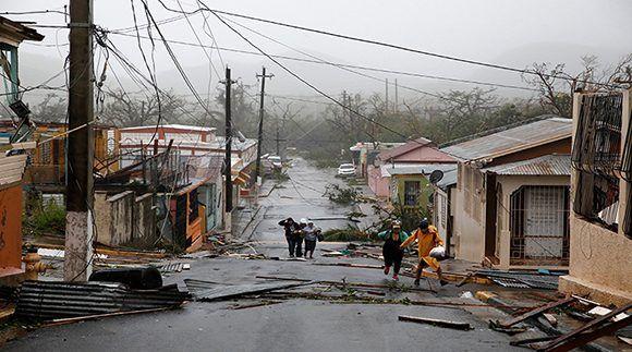 El Centro Nacional de Huracanes (CNH) de EE.UU. estimó que, minutos antes de salir de Puerto Rico, este huracán tenía vientos de 220 kilómetros por hora y se desplazaba rumbo noroeste a una velocidad de 19 km/h. Foto: Reuters.